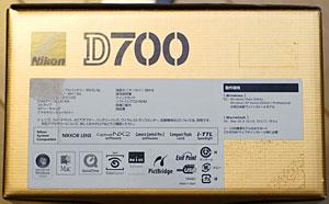 バーコードを剥がした後のD700の箱