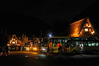 駐車場の観光バス