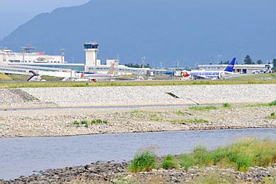 """日本唯一の河川敷空港""""富山空港""""が面白い!: お猿の24時間でじたる換気"""